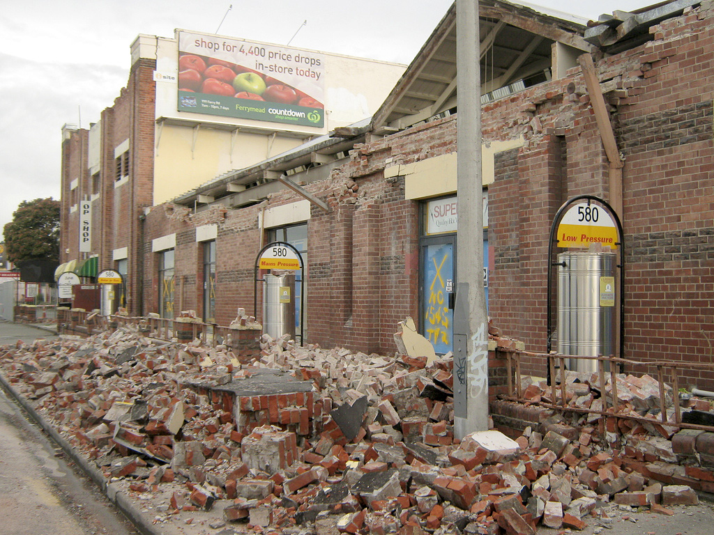 Earthquakes ministry of civil defence and emergency for Builders to build a house